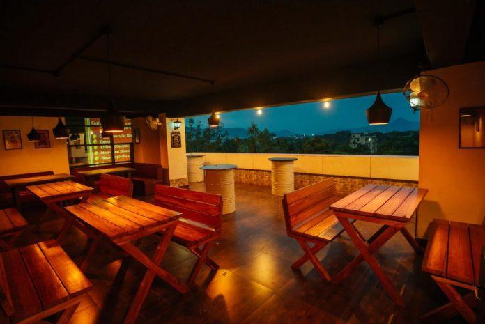 Best Restro Bar in Guwahati-retro Town