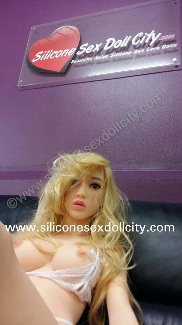 China 135cm Sex Doll $1590.00usd Free World Wide Shipping