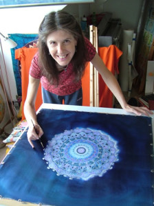 Fiona Stolze painting a mandala on silk