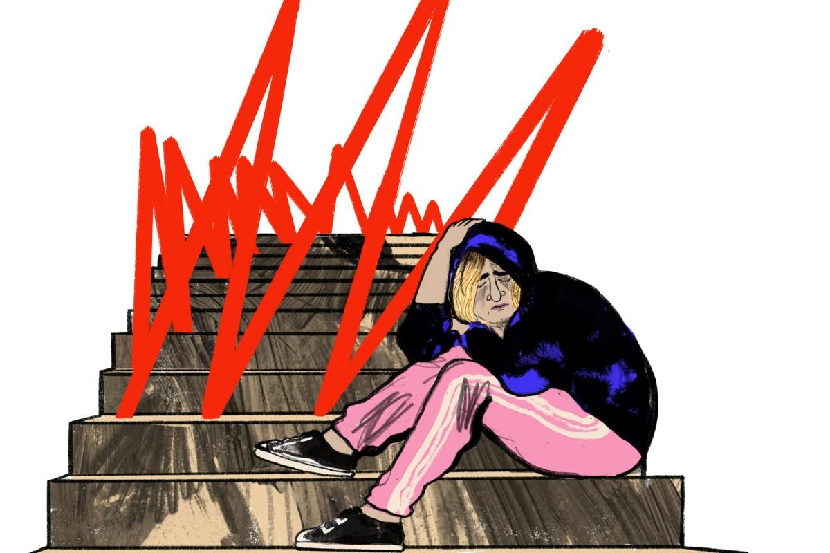 Ein Teenager Mädchen sitzt mit Kapuzen auf Stufen der Stiege in der Schule, sie ist traurig, Mobbing, Boulevardzeitung Augustin
