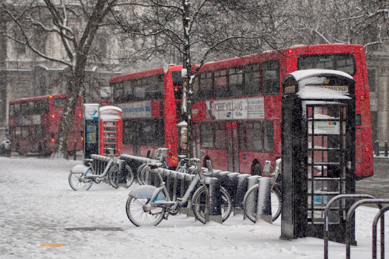 Snow Falling At Night Wallpaper It S Snowing The Life And Times Of Miss Jackson