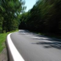 Ersatzteile, Warnweste, Erste-Hilfe-Kasten und Co.: Was bei einer Autoreise nicht fehlen sollte