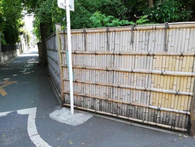 垣根の曲がり角