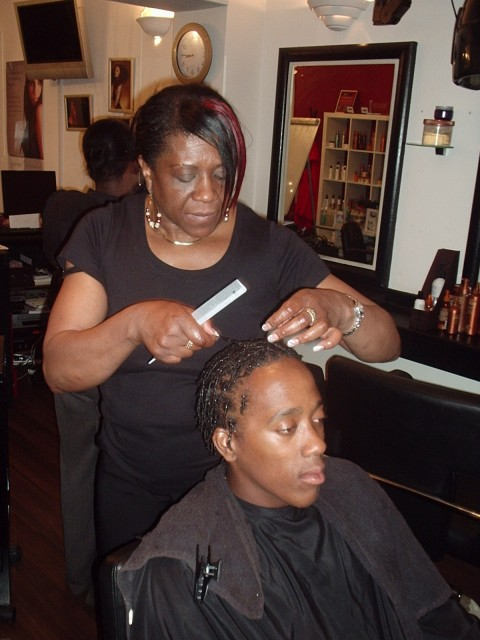 Academy Course - Natural Gel Comb Twist demo by Tutor