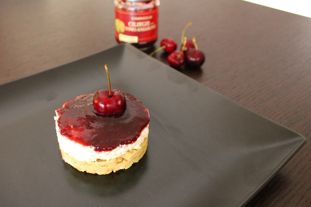 mini cheesecake con composta di ciliegie e amarone