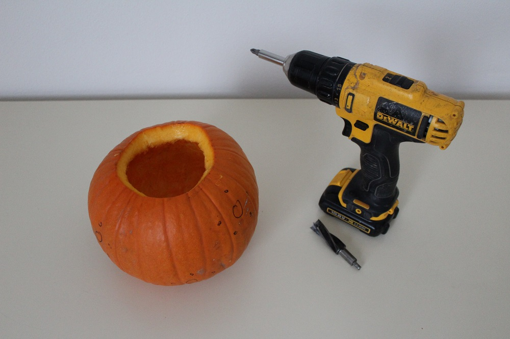 Zucca di Halloween e un trapano