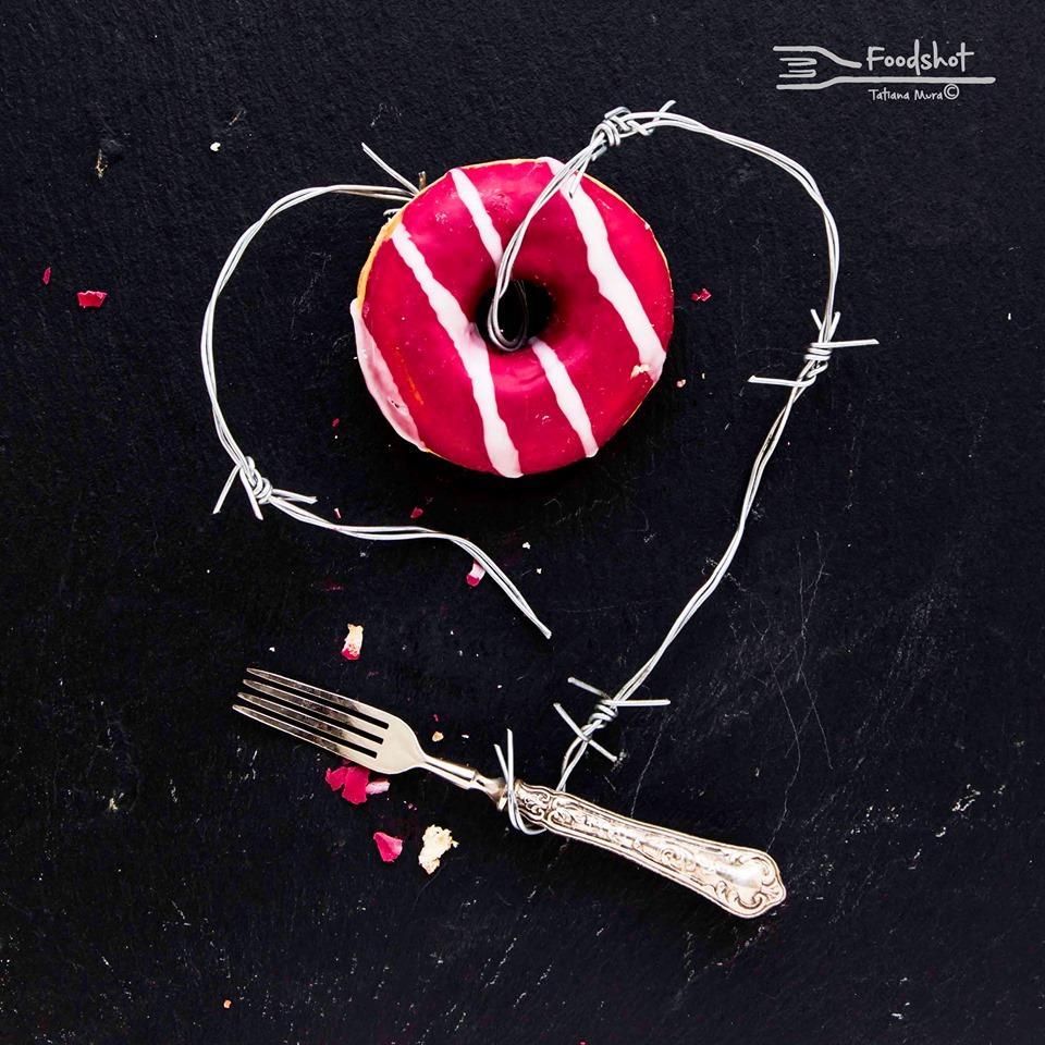 cuore con ciambella opera di Tatiana Mura