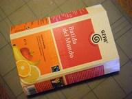 1. Boden und Deckel des Tetrapacks mit einem Cutter bzw. Schere wegschneiden, so dass ein Schlauch übrig bleibt.