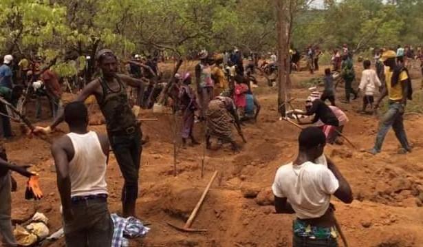 """Guinee   Kounsitel (Gaoual) : """"il n'y a plus d'exploitation, beaucoup de gens ont déjà quitté les lieux"""" (Maire)"""