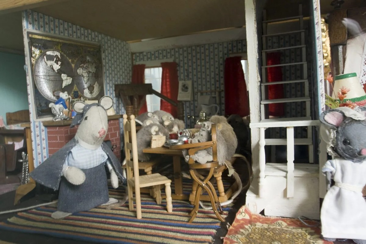 Midway Village – The Old Dolls' House