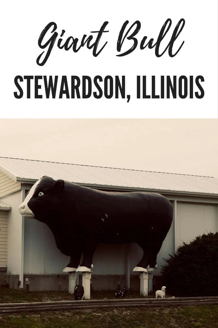 A giant bull roadside attraction in Stewardson, Illinois
