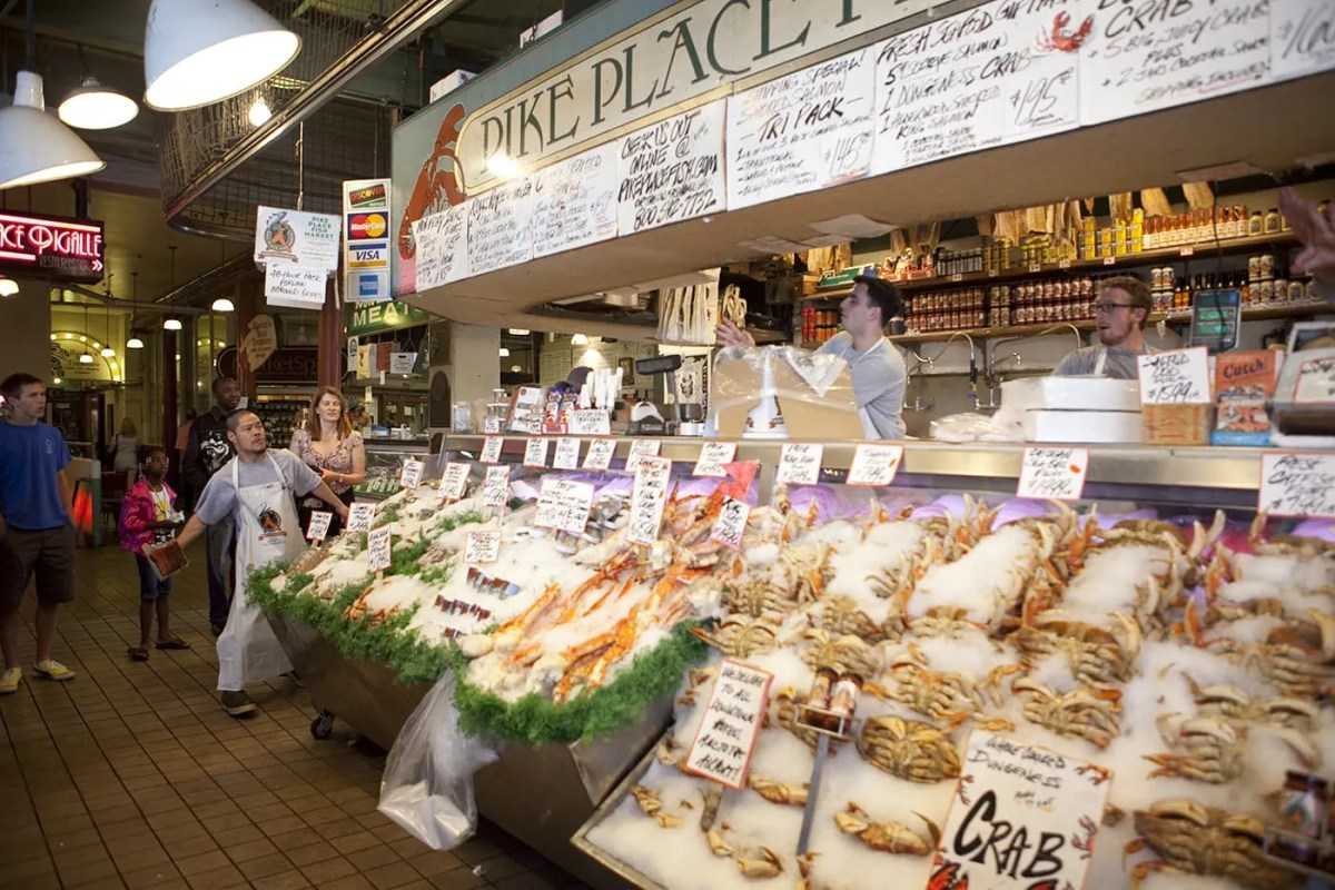Pike place fish market in seattle washington silly america for Pike place fish market video