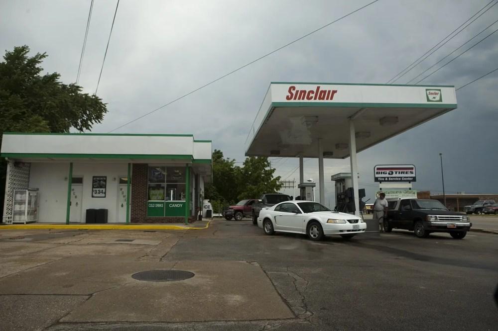Arco Gas Station >> The Sinclair Oil Dinosaur - St. Louis, Missouri - Silly America