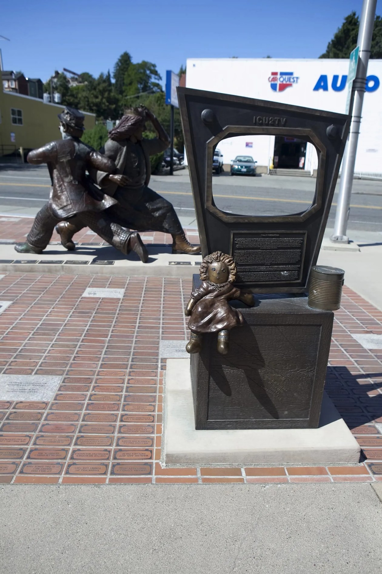Late for the Interurban , a statue of J.P. Patches and his girlfriend Gertrude in the Fremont area of Seattle, Washington.