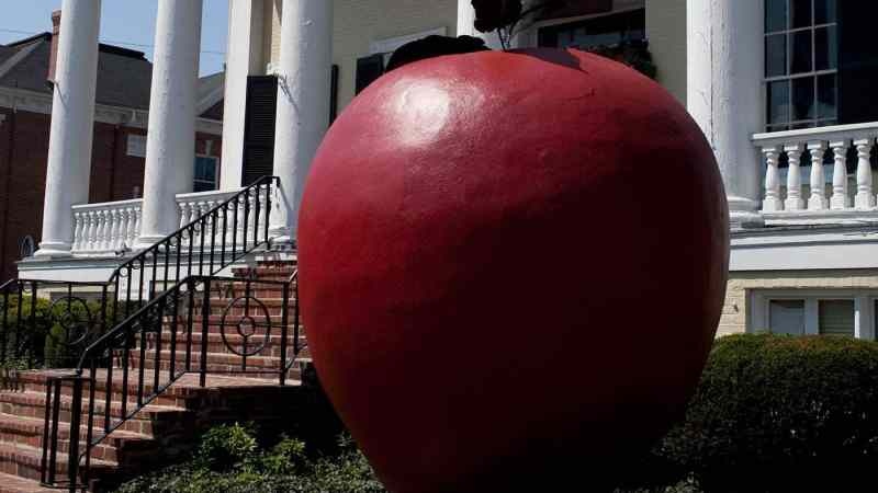 The World's Largest Apple in Winchester, Virginia