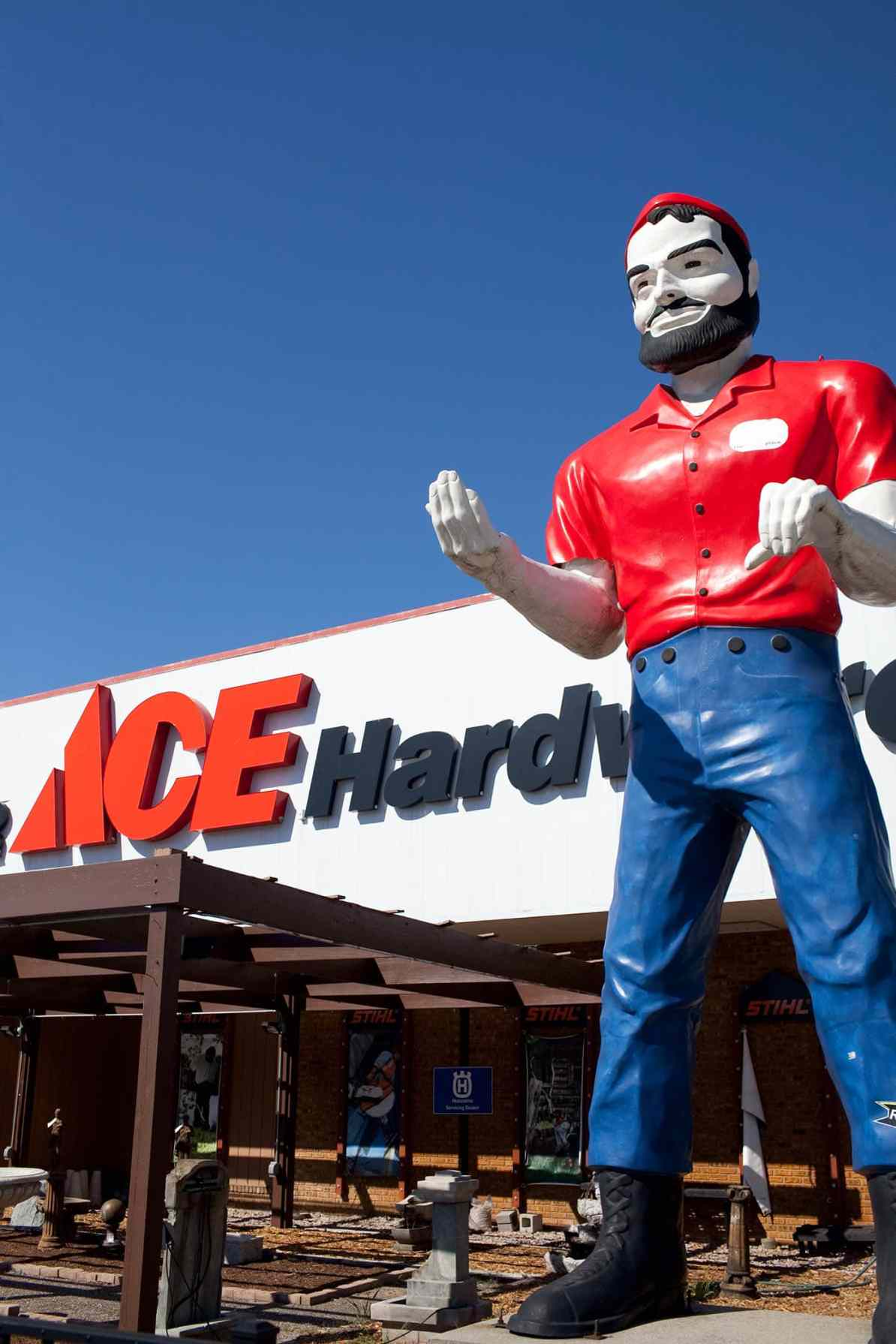 Ace Hardware Muffler Man in Elkhart, Indiana - Indiana Road Trip