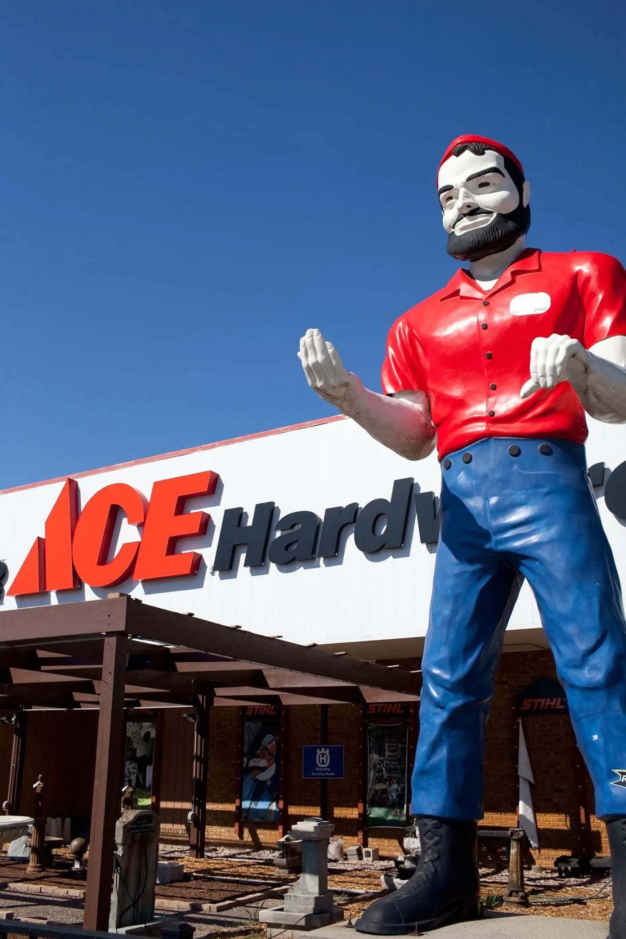 Ace Hardware Muffler Man in Elkhart, Indiana - Indiana Road Trip