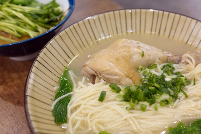 新竹美食│大市麵堂牛肉麵。可以吃到整支雞腿的燉雞麵!