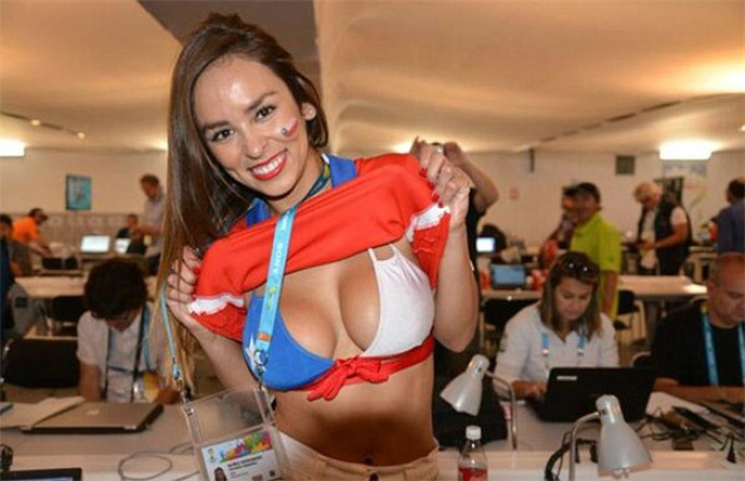 Images, Pictures and Photos of Beautiful, Sexy and Hot Chilean Girls - Chile Female Fans In World Cup 2018