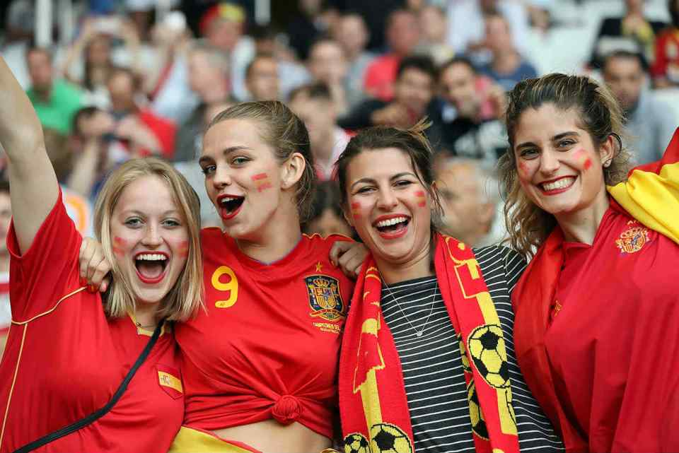 Images, Pictures and Photos of Beautiful, Sexy and Hot Spanish girls - Spain Female Fans In World Cup 2018