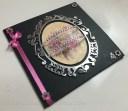 Pinkki-musta leijuva onnea