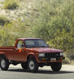 toyota hilux pickup truck [ 2400 x 1600 Pixel ]