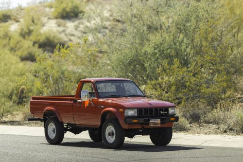 small resolution of toyota hilux pickup truck
