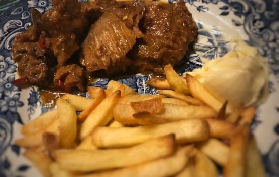 """Karbonades op Indische wijze, ook lekker als """"frietje stoof"""""""
