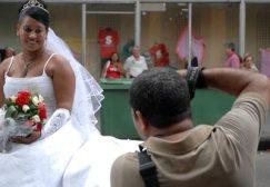 Un Fotógrafo ejerce su labor como trabajador por cuenta propia, el 15 de Enero de 2011, La Habana, Cuba. Foto: Calixto N. Llanes/Juventud Rebelde (CUBA)