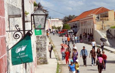 La Fortaleza de San Carlos de la Cabaña se viste de gala para acoger la 20 Feria Internacional del Libro, el 14 de Febrero de 2011, La Habana, Cuba. Foto: Calixto N. Llanes/Juventud Rebelde (CUBA)
