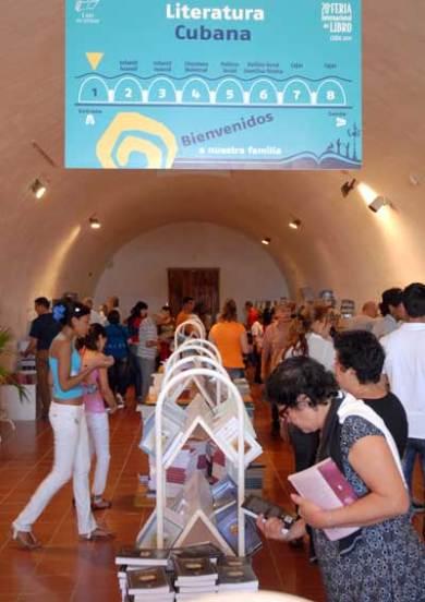 La literatura cubana tuvo su espacio en la Fortaleza San Carlos de la Cabaña, sede de la 20 Feria Internacional del Libro Cuba 2011, el 17 de Febrero de 2011, La Habana, Cuba. Foto: Calixto N. Llanes/Juventud Rebelde (CUBA)
