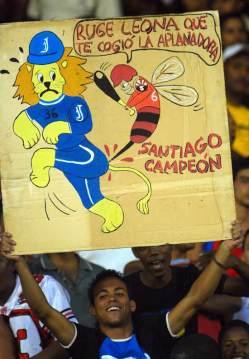 El clásico de la pelota cubana entre Industriales y Santiago paraliza a toda la Isla, el 18 de Abril de 2007, Santiago de Cuba, Cuba. Foto: Calixto N. Llanes/Juventud Rebelde (CUBA)