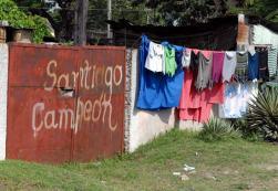 """En la vivienda de fanático a la pelota se lee """"Santiago Campeón"""", el 19 de Noviembre de 2008, Santiago de Cuba, Cuba. Foto: Calixto N. Llanes/Juventud Rebelde (CUBA)"""