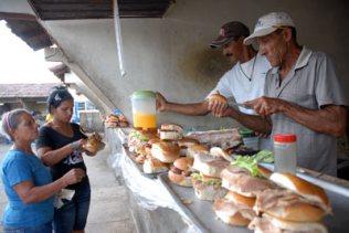 Cafetería en la carretera hacia Oriente, el 12 de Enero de 2009, Las Tunas, Cuba. Foto: Calixto N. Llanes/Juventud Rebelde (CUBA)