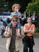 Una familia de turista caminan por en centro de la ciudad, 11 de Marzo de 2011, La Habana, Cuba. Foto: Calixto N. Llanes/Juventud Rebelde (CUBA)