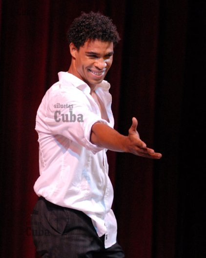 Carlos Acosta saluda al público de la sala García Lorca del Gran Teatro de La Habana durante el 21 Festival Internacional de Ballet de La Habana, el 6 de Noviembre de 2008, La Habana, Cuba. Foto: Calixto N. Llanes/Juventud Rebelde (CUBA)
