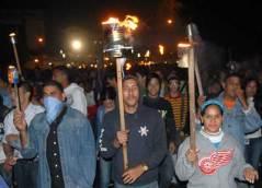 Los estudiantes caminaron con sus antorchas encendidas por la calle San Lázaro, el 27 de enero de 2011, La Habana, Cuba. Foto: Calixto N. Llanes/Juventud Rebelde (CUBA)