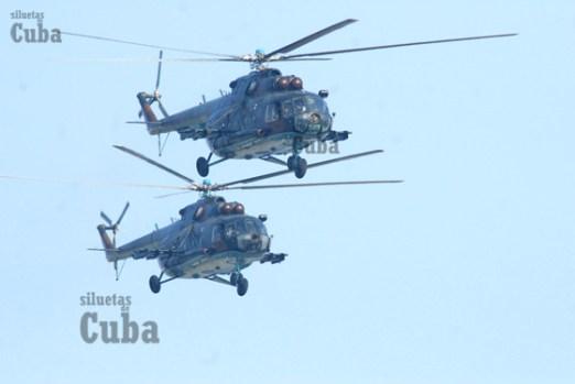 Helicópteros sobrevuelan la Plaza de la Revolución durante la Revista Militar, el 14 de Abril de 2011, La Habana, Cuba. Foto: Calixto N. Llanes/Juventud Rebelde (CUBA)