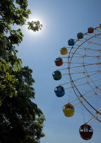 "Estrella mirador del parque de diversiones ""Mariposa"", el 3 de Agosto de 2011, La Habana, Cuba. Foto: Calixto N. Llanes (CUBA)"