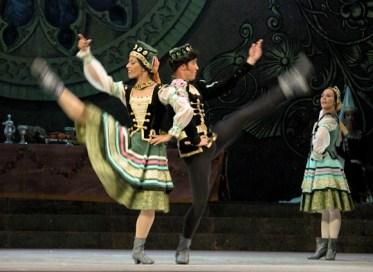 El lago de los cisnes, interpretada por el Ballet Nacional de Cuba durante el 19 Festival Internacional de Ballet de La Habana, el jueves 4 de noviembre de 2004, La Habana. Foto: Calixto N. Llanes (CUBA)