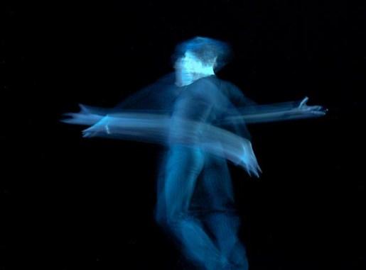 """Antonio Márquez interpreta """"Zapateado"""" durante el 19 Festival Internacional de Ballet de La Habana, el viernes 5 de octubre de 2004, La Habana. Foto: Calixto N. Llanes (CUBA)"""