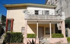 Casa de dos plantas en el Vedado, el 4 de Septiembre de 2011, La Habana, Cuba. Foto: Calixto N. Llanes (CUBA)