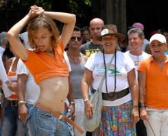 Un gay baila al ritmo de Shakira durante la Quinta Jornada Cubana contra la Homofobia. Sabado 12 de mayo de 2012, La Habana. FOTO: Calixto N. Llanes/Juventud Rebelde (CUBA)