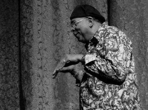 Haciendo pantomimas llegó al escenario del Teatro Mella el destacado músico cubano Chucho Valdés, el jueves 20 de diciembre de 2012, La Habana. FOTO: Calixto N. Llanes (CUBA)