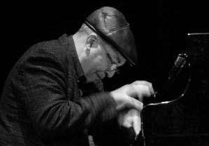 El maestro Emilio Morales diserta al piano durante el 3er día del Festival Internacional Jazz Plaza 2012, el sábado 22 de diciembre de 2012, La Habana. FOTO: Calixto N. Llanes (CUBA)