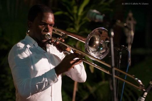 Eduardo Sandoval en el Jam Session de los Jardines del Teatro Mella, el domingo 17 de noviembre de 2013, La Habana. FOTO de Calixto N. Llanes (CUBA)
