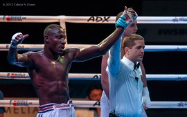 Erislandi Savon (izquierda), de los Domadores de Cuba, celebra su victoria ante Victor Kuduhov, de Rusia, en los 91 kg, durante la IV Serie Mundial de Boxeo (WSB), que tuvo lugar en el Coliseo de la Ciudad Deportiva, el viernes 6 de Diciembre de 2013, La Habana. FOTO: Calixto N. Llanes (CUBA)