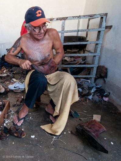 Zapatero de Trinidad. FOTO de Calixto N. Llanes (CUBA)