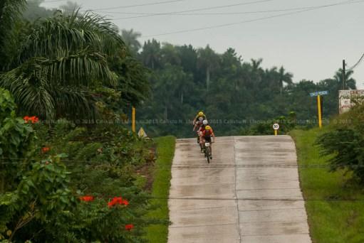 Ciclistas durante tercera etapa de la Titán Tropic Cuba de ciclismo de montaña. FOTO de Calixto N. Llanes (CUBA)