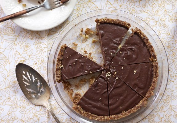 Kelly Brozyna's Paleo, Gluten-Free Chocolate Pie